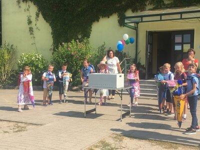 Fotoalbum Die Juri-Gagarin-Grundschule schult ein