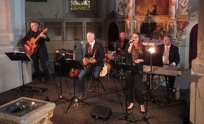 Fotoalbum Matthias Wacker & Band - Ein Feuerwerk des Saxophones in der Kirche