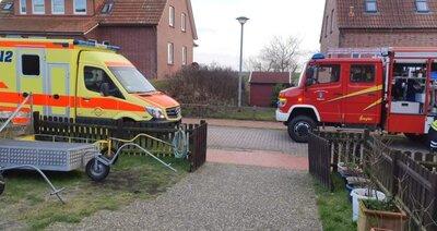 Fotoalbum Feuerwehr Baltrum rettet bewusstlosen Mann aus verrauchtem Haus