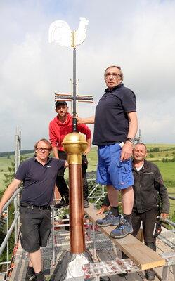 Fotoalbum Dachdeckung und Trumbekrönung Kirchturm Hohe