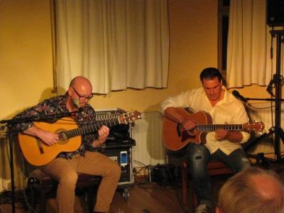 """Fotoalbum """"Friedrich & Wiesenhütter"""" - intelligente Texte gepaart mit virtuoser Gitarrenmusik aus Berlin zu Gast im Gemeinderaum"""