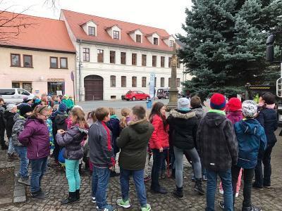 Fotoalbum Aufstellen des Weihnachtsbaumes - Zörbiger Markt