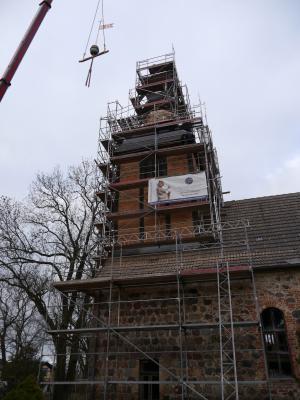 Fotoalbum Kirchturm in Trampe wird fertig