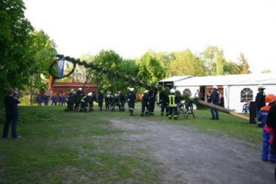 Foto des Albums: Maibaum stellen 2011 (30.04.2011)