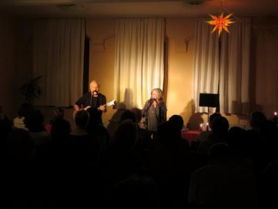 """Fotoalbum Wayne Grajeda (US) & Silvia Christoph geben das diesjährige erste Konzert im Gemeindehaus vor begeistertem Publikum: """"TOO GOOD TO BE TRUE"""""""