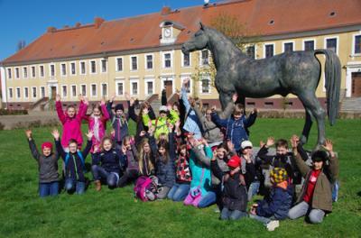 Fotoalbum Besuch Landesgestüt Neustadt Dosse Klasse 3 und 4