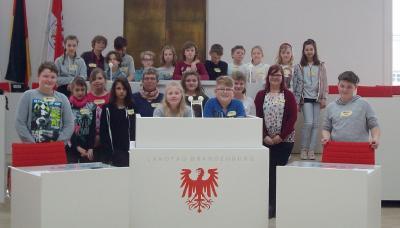 Fotoalbum Die 5. Klasse besucht den Landtag