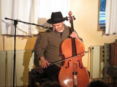 """Fotoalbum Christoph Schenker spielt """"Cellosophy - Cello im Jazz"""""""