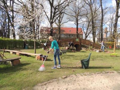 "Fotoalbum Frühjahrsputz in der Kita ""Pusteblume"""