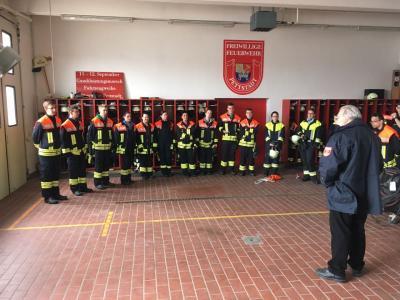 Fotoalbum Grundausbildung bei der Feuerwehr bestanden