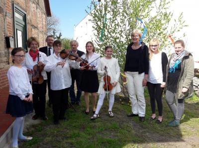"""Fotoalbum Maibaumschmücken in Breetz mit """"Musica Mia"""""""