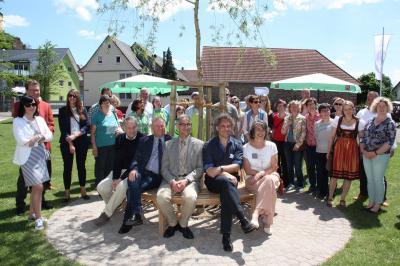 Fotoalbum Bankspende und Benennung des Platzes vor dem Oberrheinischen Tabakmuseum