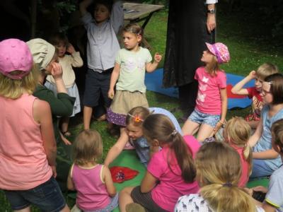 """Fotoalbum Kinderkirchen-Sommerfest """"Luthers Mühlespiel basteln"""" und """"Apfelbaumpflanzung"""""""