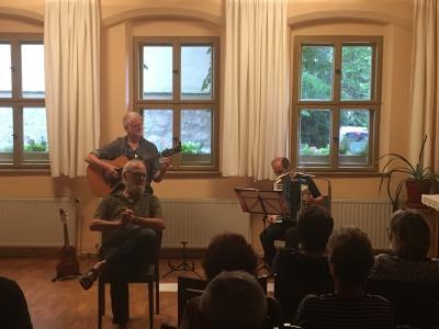 Fotoalbum Sonderkonzert mit dem Meißener Liederschmied, Sänger und Texter, Bernd Pakosch gemeinsam mit Gerhard Pietschmann am Akkordeon