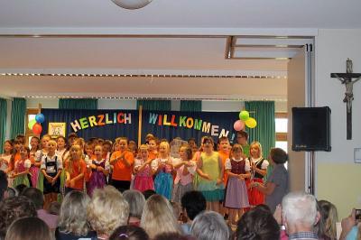 Fotoalbum Schulfest in der Grundschule kurz vor den Sommerferien