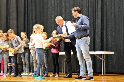 Fotoalbum Ehrungen unserer besten Sportler und unserer Schultheatergruppe