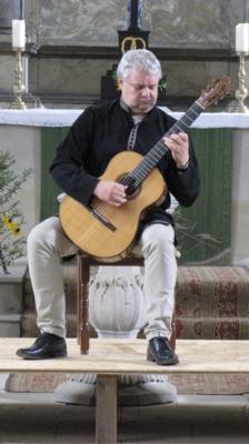 """Fotoalbum Sonntag Nachmittag in der Reinharzer Dorfkirche: ROGER TRISTAO ADAO - gibt Gitarrenkonzert zu """"Bach & Barrios"""""""