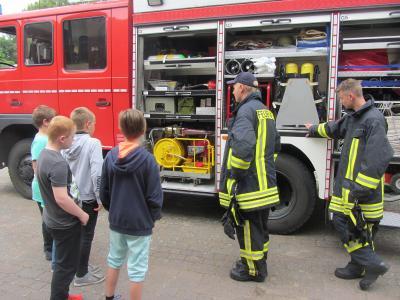 Fotoalbum Die Feuerwehr auf dem Schulhof