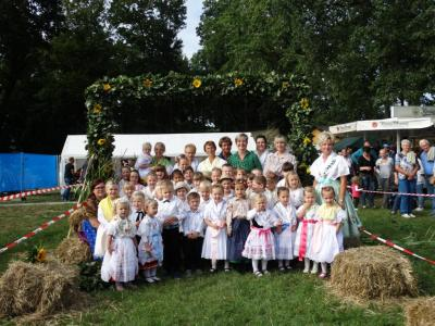 "Fotoalbum Das Kinderhahnrupfen der Kita ""Pusteblume"""