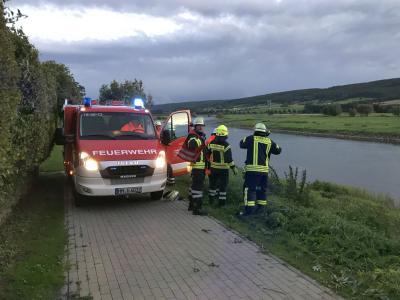 Fotoalbum PKW in Weser in Großenwieden