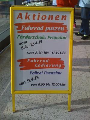 """Fotoalbum """"Wir putzen ihr Rad - sie kaufen ein!"""""""