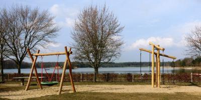 Foto des Albums: Unser Spielplatz in Kiebitz (28.03.2008)