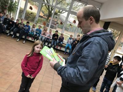 Fotoalbum Feuerwehr Malaktion Ehrung in der Grundschule