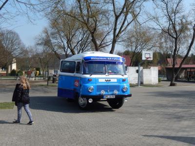Fotoalbum Robur-Bus des rbb in Glöwen