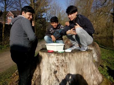 Fotoalbum Keschern an der Schlangenau in Elmshorn: DaZ-Klasse macht Gewässeruntersuchungen