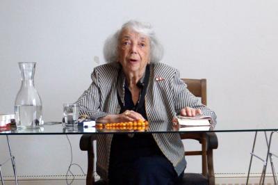 Fotoalbum Klasse 10LB trifft Zeitzeugin des Holocaust