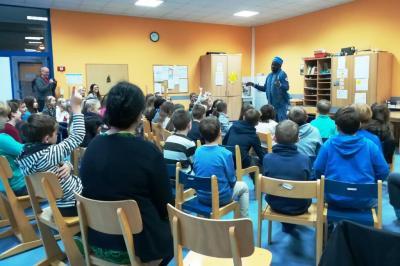 Fotoalbum Ibo, ein senegalesischer Saarländer, zu Gast in der  GS Schillingen