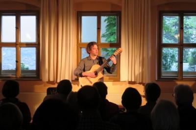 Fotoalbum DAVID SICK gibt ein super Gitarrenkonzert im Gemeindehaus