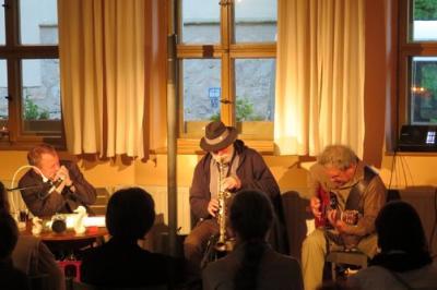 "Fotoalbum ""LANDSCHAFTEN"" - Frank Wallenta + Joe Kucera (CZ) + Carlos Mieres (UY) = Musikalische Lesung im Gemeindehaus"