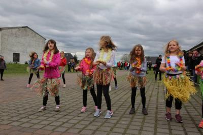 Fotoalbum Maubaum aufstellen / Kinder- und Familienfest in Leezen