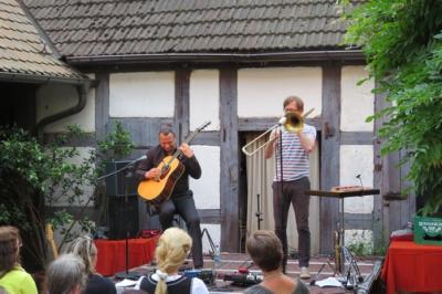 """Fotoalbum """"MEHR ALS WIR"""" - Matthias Ehrig an der Gitarre & Andreas Uhlmann an der Posaune"""