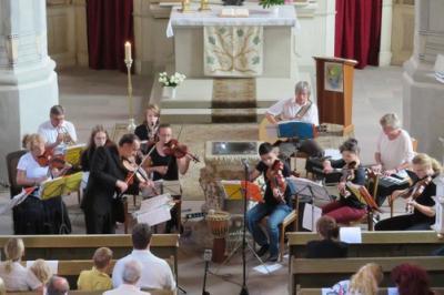 Fotoalbum Heiteres Orchesterkonzert mit dem SCHLOSSCONSORTIUM KÖTHEN am Sonntagnachmittag in der Stadtkirche