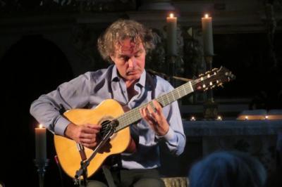 Fotoalbum Gitarre pur: FALK ZENKER spielt in der Stadtkirche