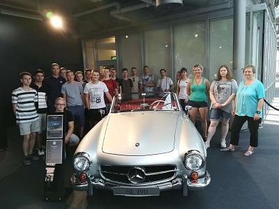 Fotoalbum Flagship-Store der Mercedes Autohäuser