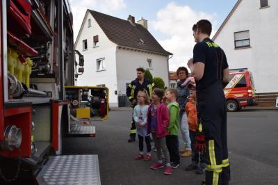 Fotoalbum Vorschulkinder besuchen Feuerwehr