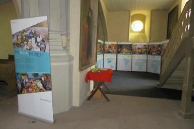 """Fotoalbum """"Was isst die Welt"""" - Eine Austellung von Mai bis Juni in der Stadtkirche, welche die Verteilung von Nahrungsmittel aber auch ihre Vielfalt in der Welt vor Augen führt"""