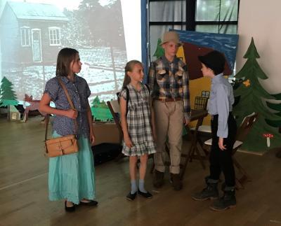 Fotoalbum Die letzte Theateraufführung der sechsten Klassen: Fichtenwalder Kieferngeflüster oder Die Kiefern erzählen immer noch