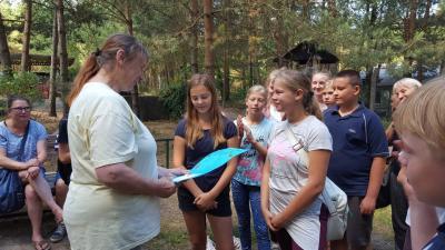 Fotoalbum Klasse 6b überbringt ihre Spende an das Tierheim Verlorenwasser