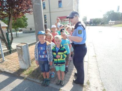 Fotoalbum Schulwegtraining der ersten Klassen mit der Polizei