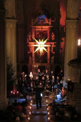 Fotoalbum Adventsmusik im Kerzenschein mit dem Kirchenchor und Instrumentalisten