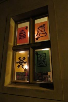 Fotoalbum Abendliches Adventsfensteröffnen im Gemeindehaus mit Liedern, Geschichten , Gebäck & Punch