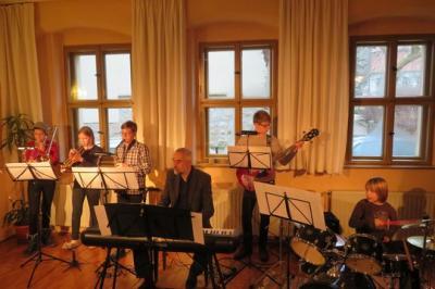 Fotoalbum Winterkonzert für Groß & Klein, für Alt & Jung unter Leitung von Kantor Otto - B. Glüer im vollen Gemeindehaus
