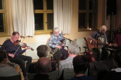 """Fotoalbum """"EIST"""", schottische, irische & gälische Lieder präsentiert durch Jeremy Spence (IRL) an der Fiddle, Eoin Duignan (IRL) mit uliann Pipes und Matthias Kießling (D) voc., Guitar"""