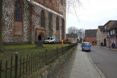 Fotoalbum Neues Storchenest auf dem Kirchenschornstein