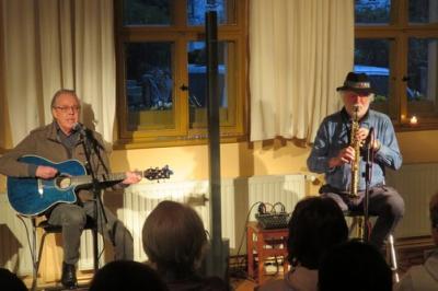 """Fotoalbum """"TRUE RUMORS TOUR 2019"""" mit Jonh Vaughan (git / voc) & Joe Kucera (sax / fl) - ein energiegeladener Abend im Gemeindehaus!"""