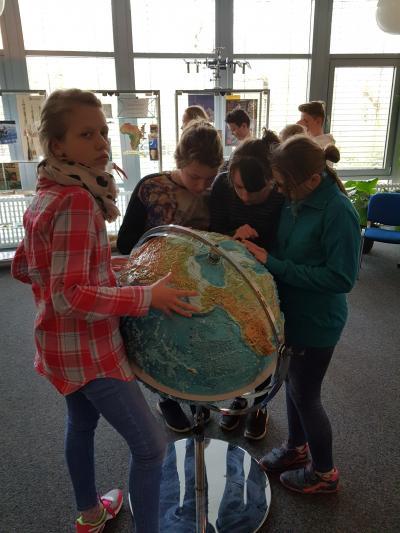 Fotoalbum Wandertag Klasse 6 ins Planetarium nach Cottbus